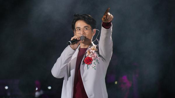 Thanh xuân tươi đẹp vẫn còn đây, trong giọng hát của chàng ca sĩ gốc Ninh Bình Hà Anh Tuấn