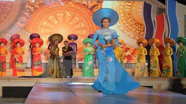 Tạp chí Argentina ca ngợi vẻ đẹp tà áo dài của Việt Nam