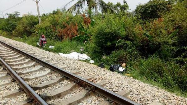 Cố vượt đường ray, đôi nam nữ bị tàu đâm c.hết thảm