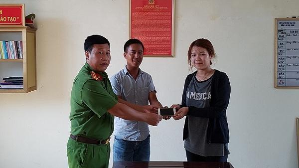 Ninh Bình: Trao trả tài sản cho khách du lịch