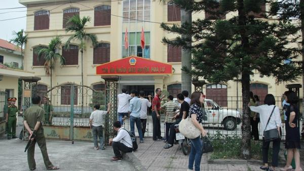 Áp giải bị cáo nhiễm HIV d.âm ô bé gái 11 tuổi ở Ninh Bình bằng xe cấp cứu