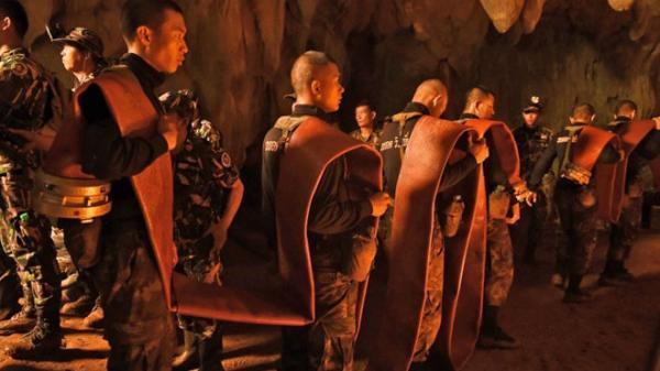Khoan hang động để tìm đội bóng 12 người và Huấn luyện viên bị mất tích sau 4 ngày vô vọng