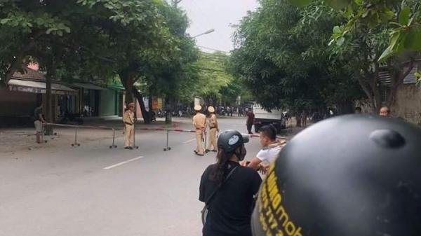 Gần 100 cảnh sát bao vây đối tượng dùng 'hàng nóng' cố thủ trong nhà