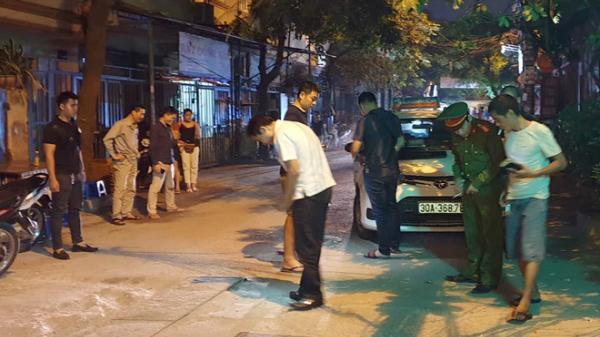 Tr.uy b.ắt tài xế Mazda b.ắn người lái taxi, lái  ôtô c.án qua người