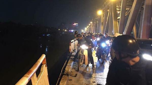 Vụ 9X lái Mercedes lao xuống sông Hồng: Cho ô tô đi làn xe máy là sai thiết kế