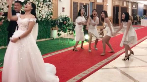 Phản ứng của hội bạn thân khi cô dâu ném hoa cưới: Trong 36 kế bỏ chạy là thượng sách!