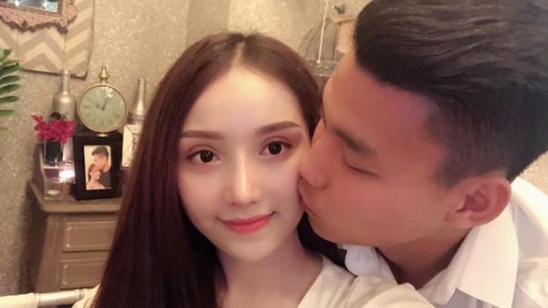 Trước thềm AFF Cup2018, bạn gái nóng bỏng của Văn Thanh bất ngờ bày tỏ: 'Tận cùng của nỗi nhớ anh có biết là gì không?'