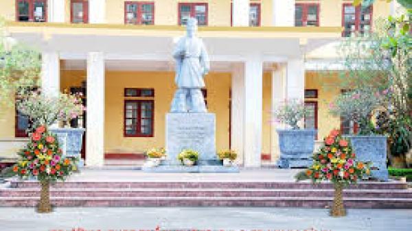 Nữ thủ khoa đầu vào của trường THPT Trần Hưng Đạo (Ninh Bình) xuất sắc giành giải thưởng Đinh Bộ Lĩnh