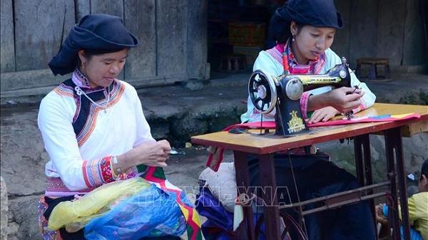 Độc đáo trang phục truyền thống đồng bào dân tộc Xạ Phang, Điện Biên