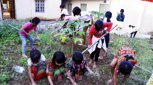 Các thầy cô vượt khó chăm lo cho học sinh bán trú ở vùng cao Yên Bái