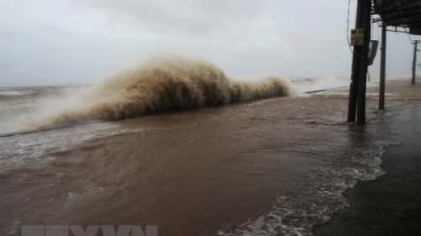 Bão số 9 càng ngày càng mạnh lên, mưa lớn khắp nơi