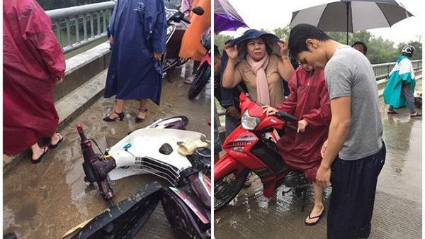 Thấy người đàn ông chạy xe máy đ.âm vào thành cầu rồi bị h.ất tung xuống sông, thanh niên quên mình lao xuống sông cứu người không chút do dự