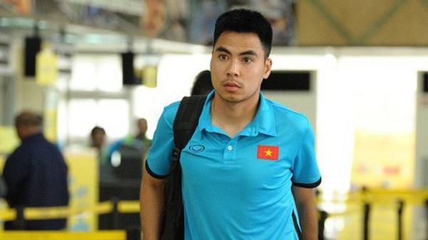 """""""Hoàng tử"""" Đức Huy tập tễnh rời Philippines, cùng tuyển Việt Nam trở về Hà Nội"""