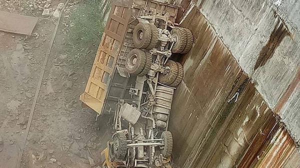 Điện Biên: Ô tô tải bất ngờ trượt, rơi thẳng xuống lòng hồ thủy điện, rụng đầu kinh hoàng