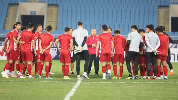 Đội tuyển Việt Nam đón tin cực vui tại trận bán kết lượt về, thầy Park mừng ra mặt