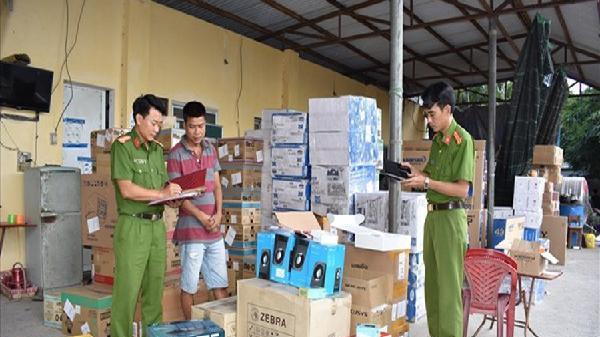 Ninh Bình bắt giữ lô hàng lậu trị giá gần 2 tỉ đồng