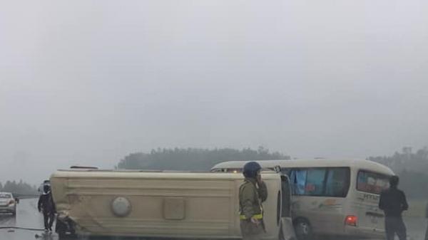 Thông tin mới nhất vụ ô tô Yên Bái đâ.m xe khách 24 chỗ khiến 5 người bị thương, 2 người nguy kịch trên cao tốc Nội Bài-Lào Cai