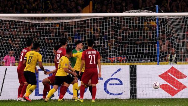"""CĐV Thái Lan """"cảm thấy xấu hổ"""" sau khi xem trận đấu giữa Việt Nam và Malaysia tối qua"""
