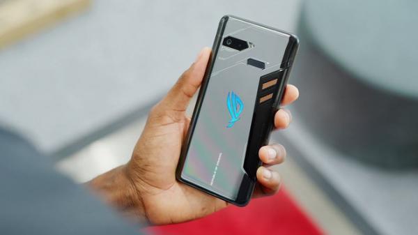 """Smartphone đầu tiên thế giới biết """"tự sạc chính mình"""", đỉnh cao năng lượng vô tận là đây!"""