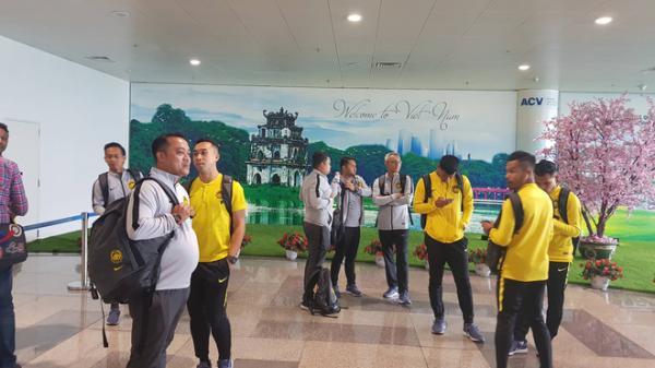 """Đội tuyển Malaysia lại gặp """"vận đen"""" khi vừa tới Việt Nam"""