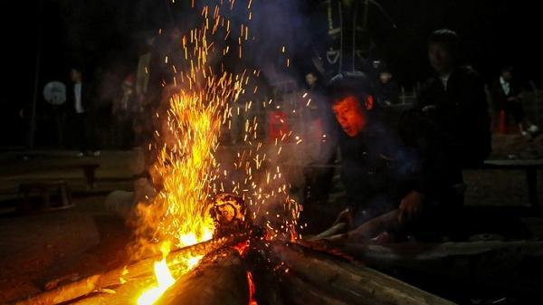 Điện Biên: Độc đáo lễ nhảy lửa của người Dao đỏ