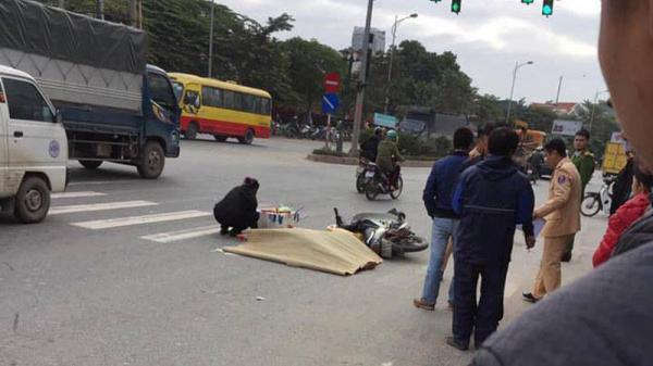 Dừng đèn đỏ, nam thanh niên 22 tuổi bị xe khách đi cùng chiều cán t ử v ong tại chỗ