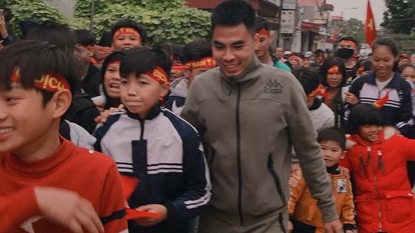 Nhà vô địch Phạm Đức Huy được chào đón như người hùng khi trở về quê nhà Hải Dương