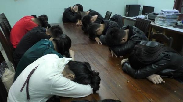 """NÓNG: Sau khi """"đi bão"""", 13 nam nữ thuê căn hộ chung cư cao cấp sử dụng m.a túy"""