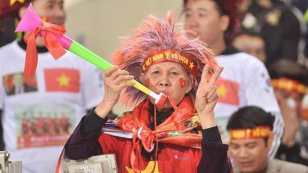 CĐV Việt Nam kêu gọi cấm kèn vuvuzela, học hỏi cách cổ vũ chuyên nghiệp của Malaysia