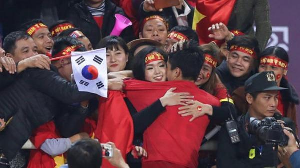 Duy Mạnh đáp trả cực khéo léo trước lời giới thiệu con gái của trợ lý thầy Park khiến fan đổ rần rần