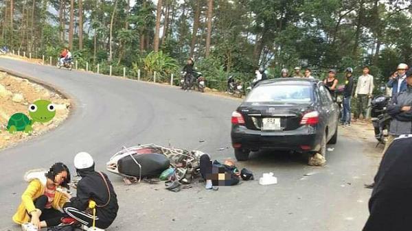 Cặp đôi phượt thủ mất lái đ.âm vào ô tô chạy ngược chiều suýt rơi xuống vực, 2 người bị thương nặng