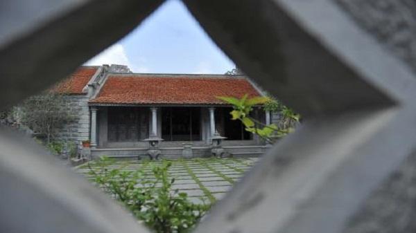 Độc đáo ngôi nhà làm bằng đá trăm tuổi nổi tiếng ở Ninh Vân, Ninh Bình
