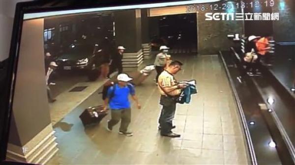 Những hình ảnh cuối cùng của 152 du khách Việt biến mất ở Đài Loan: Vào khách sạn 1 giờ để thay quần áo rồi bỏ trốn