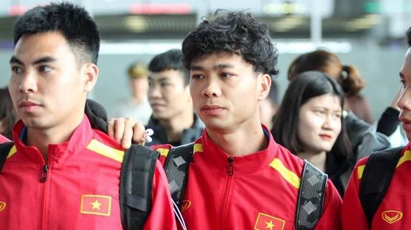 Bộ 3 Hải Dương cùng các cầu thủ khác trong tuyển Việt Nam lên đường sẵn sàng chinh phục Asian Cup