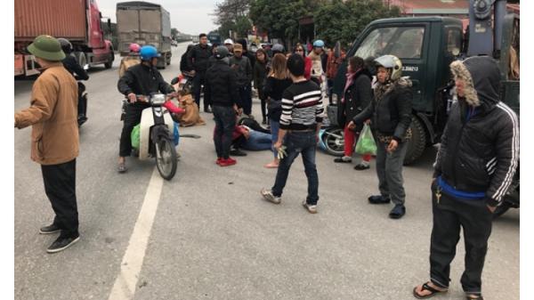 Nam thanh niên chở 4 nữ tiếp viên tuổi teen đi ngược đường đ âm vào xe cẩu, 4 người bị thương