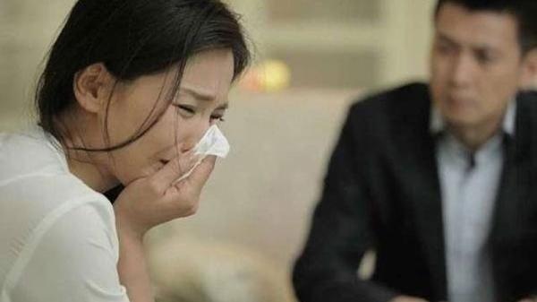 Hí hửng đón chồng quê Hải Dương sau 3 năm xa cách, vợ khuỵu ngã khi nhìn thấy người lạ trong nhà