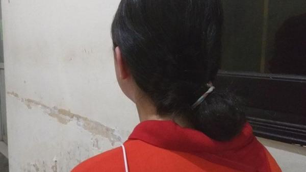 Nữ sinh lớp 9 quê Ninh Bình bị mẹ kế túm tóc, đập đầu xuống nền nhà