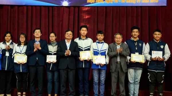 Điện Biên: Khen thưởng 76 dự án khoa học kỹ thuật của học sinh trung học