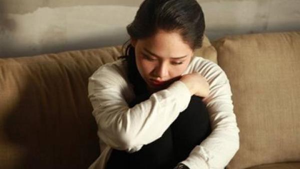 Thấy bà chủ Ninh Bình đi vắng, cô nhân viên giăng bẫy tình ông chủ và hành động đáng xấu hổ của anh chồng khi bị phát hiện