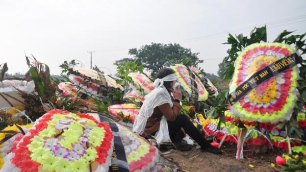 8 cán bộ xã ở Hải Dương t.ử v.ong: Đắp mộ người này chưa xong phải chạy tắt đồng đưa người khác