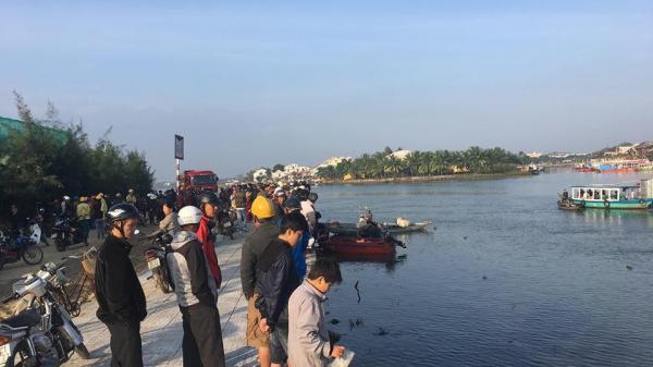 Cãi nhau với vợ, chồng lao ô tô chở 4 người trong gia đình xuống sông, 3 người c.hết thảm