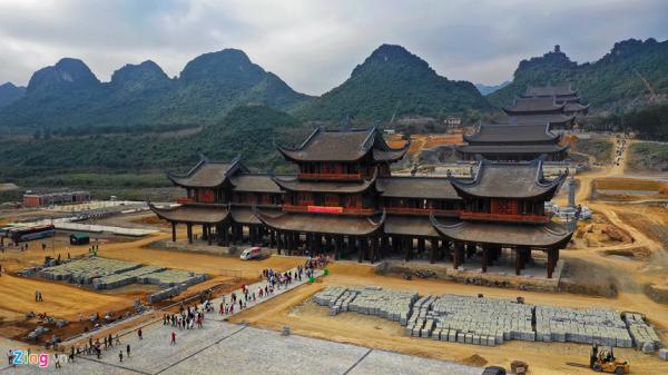 Cận cảnh ngôi chùa lớn nhất thế giới ở miền Bắc dù chưa xây xong nhưng vẫn nườm nượp khách tới thăm