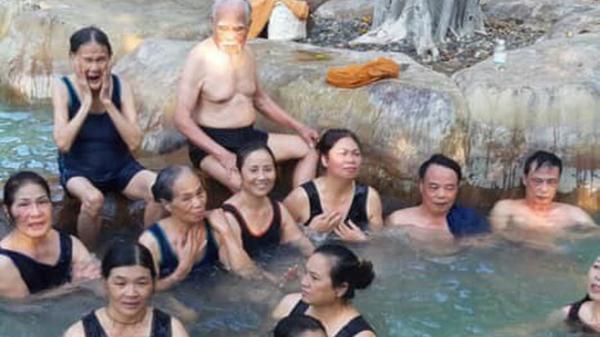 """Vừa đi du lịch Hòa Bình, cụ ông 92 tuổi tiếp tục """"chơi lớn"""", bao vợ cùng 16 người con đi Đà Lạt - Nha Trang"""