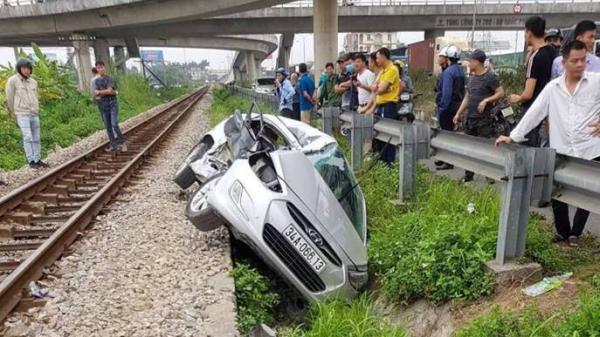 Xác nhận 2 người Hòa Bình gặp nạn trong vụ tàu hỏa h.úc văng ô tô khi đi đám cưới về