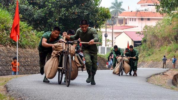 Đội huyện Điện Biên giành giải nhất trải nghiệm xe đạp thồ