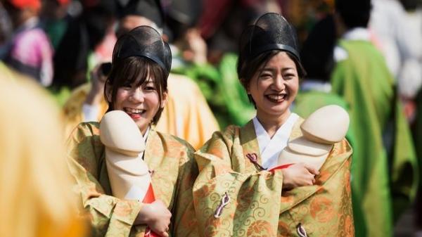 Hàng nghìn người dự lễ hội rước d.ương vật và câu chuyện thần bí phía sau