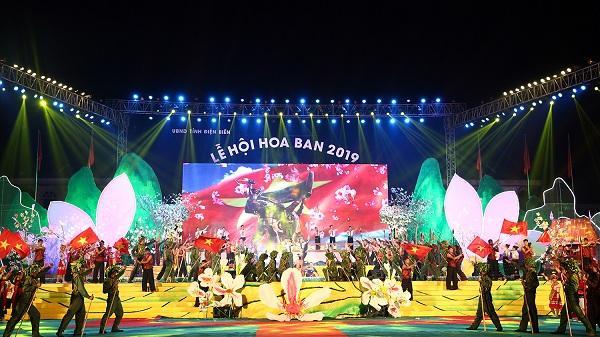 Clip: Lung linh đêm hội Hoa ban ở Điện Biên