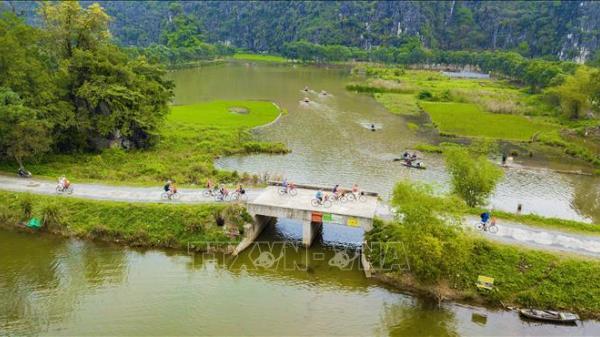 Cuối tuần về Ninh Bình ngắm mùa lúa xanh ngút ngàn ở Tam Cốc