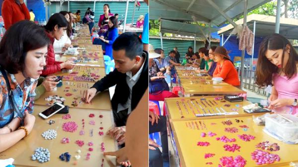 Chuyện lạ ở Việt Nam: Bán đá quý tiền tỷ tại chợ tạm ven đường ở Yên Bái