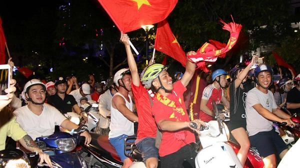Clip: Người hâm mộ Hải Dương hò reo ăn mừng sau chiến thắng h.ủy di.ệt 4-0 trước Thái Lan